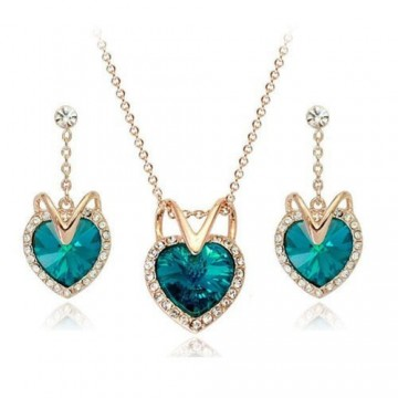 Meringue Montana Set with Swarovski Heart Shape Crystals in 18ct Gold Finish